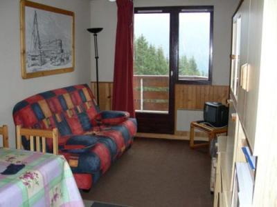 Location au ski Studio cabine 4 personnes (standard) - Residences Le Pleynet Les 7 Laux - Les 7 Laux - Porte-fenêtre donnant sur balcon