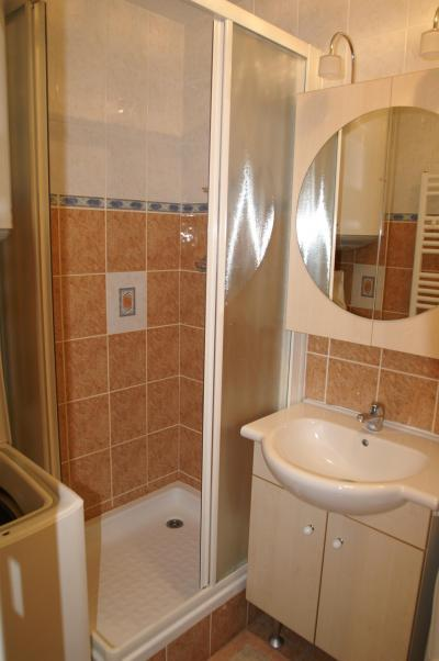 Location au ski Appartement 2 pièces cabine 6 personnes (standard) - Résidences Prapoutel les 7 Laux - Les 7 Laux - Salle d'eau
