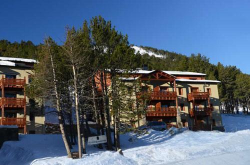 Location au ski Residence Les Chalets De L'isard - Les Angles - Extérieur hiver