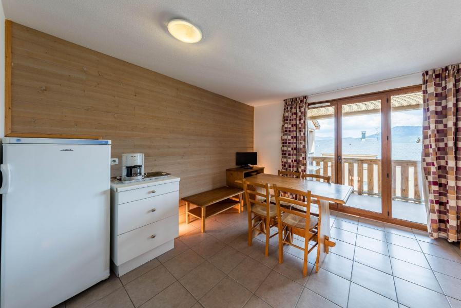 Rent in ski resort Résidence le Clos des Fontaneilles - Les Angles - Dining area