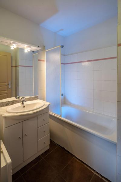 Rent in ski resort Résidence le Clos des Fontaneilles - Les Angles - Bathroom