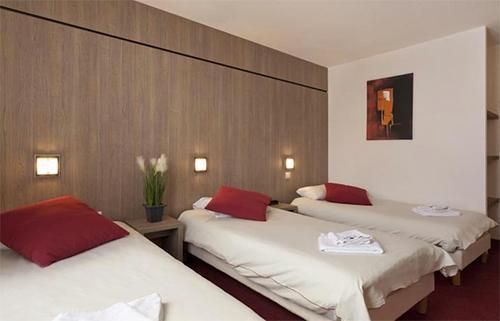 Chambre 4 personnes aux arcs alpes du nord hotel club for Chambre 4 personnes