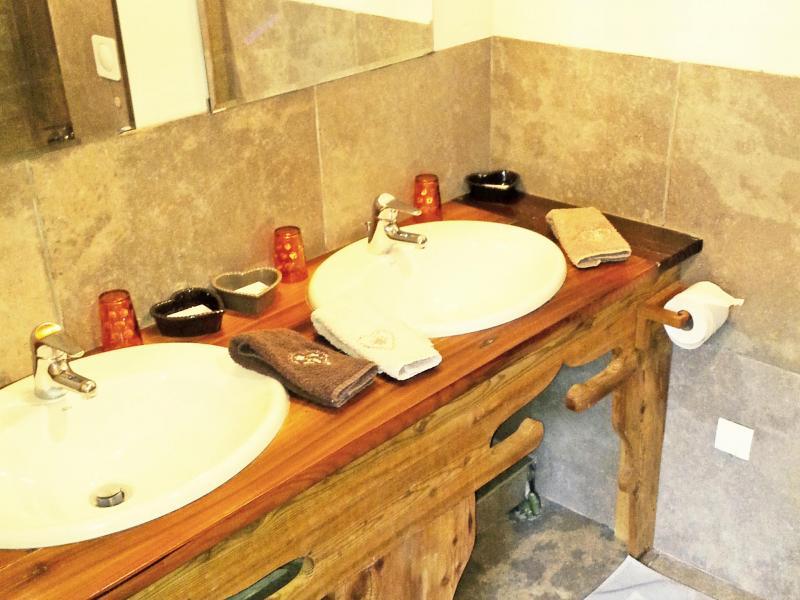 Rent in ski resort Chalet Deux Têtes I - Les Arcs - Wash-hand basin