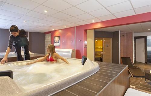 Location au ski Hotel Club Mmv Les Melezes - Les Arcs - Jacuzzi
