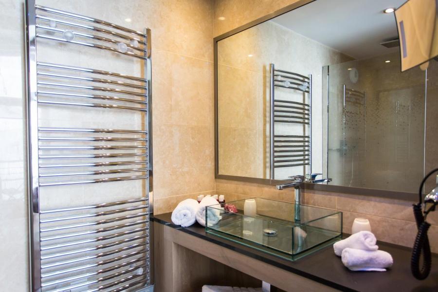 Rent in ski resort Hôtel Taj-I Mah - Les Arcs - Wash-hand basin
