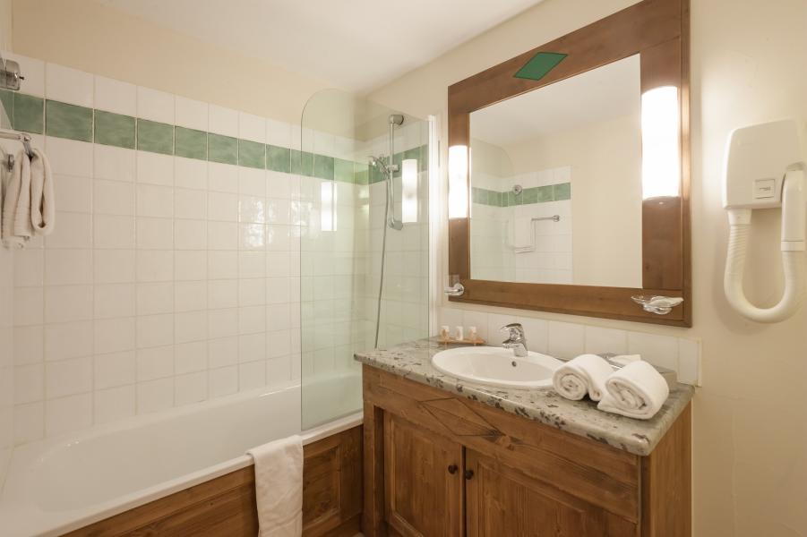 Rent in ski resort Résidence P&V Premium le Village - Les Arcs - Bath-tub
