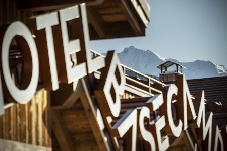 Rent in ski resort Hôtel Base Camp Lodge - Les Arcs - Winter outside