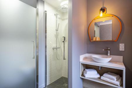 Rent in ski resort Hôtel Base Camp Lodge - Les Arcs - Bathroom