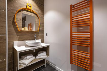 Rent in ski resort Room 2 people (TELEPHERIQUE) - Hôtel Base Camp Lodge - Les Arcs - Bathroom