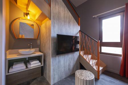 Rent in ski resort Suite 1-2 people (ISERAN) - Hôtel Base Camp Lodge - Les Arcs - Living room