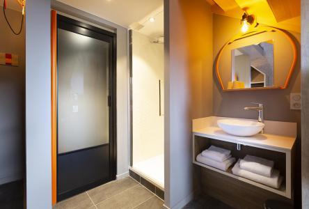 Rent in ski resort Suite 1-2 people (ISERAN) - Hôtel Base Camp Lodge - Les Arcs - Shower room