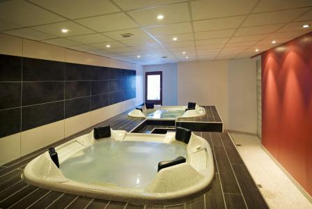 Skiverleih Hôtel Club MMV les Mélèzes - Les Arcs - Whirlpool