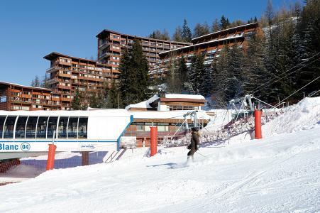 Vacances en montagne Résidence Lagrange le Roc Belle Face - Les Arcs - Extérieur hiver