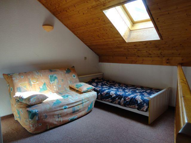 Location au ski Appartement 2 pièces mezzanine 6 personnes (205) - Residence Cintra - Les Carroz - Chambre mansardée