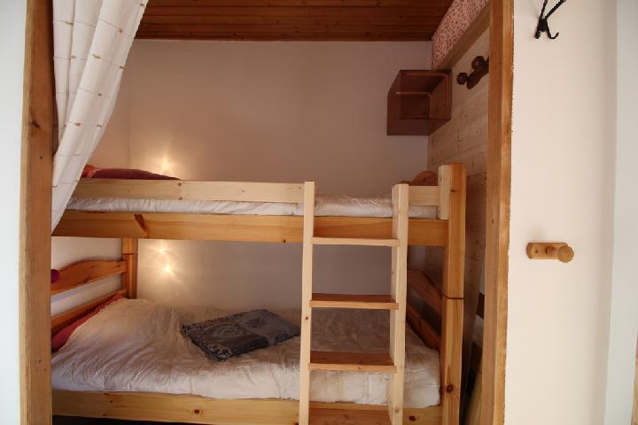 Location au ski Studio coin montagne 4 personnes (282) - Residence Plate - Les Carroz - Lits superposés