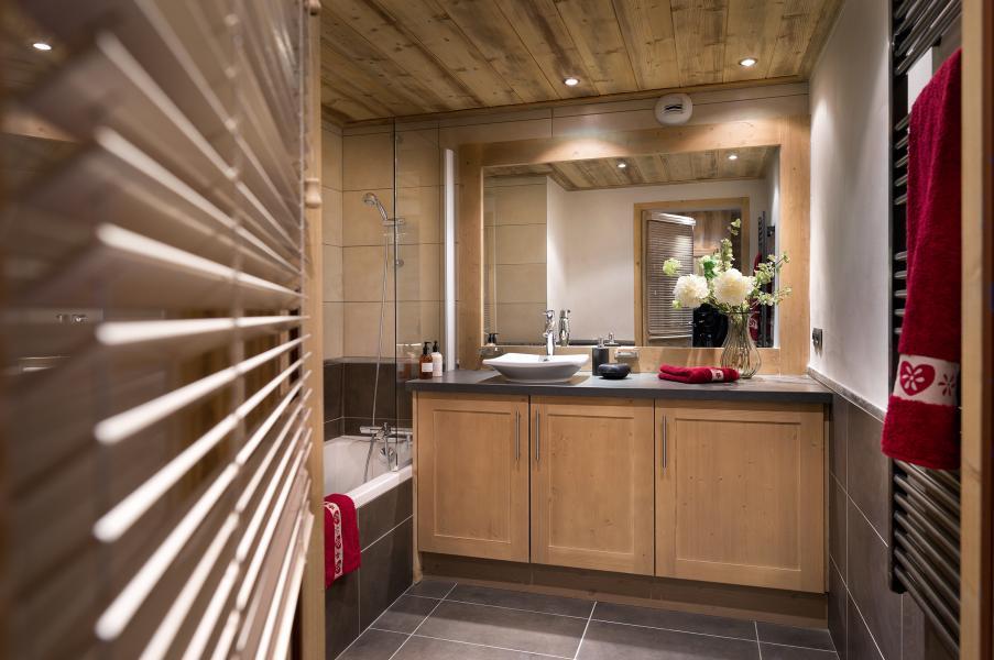Rent in ski resort Résidence Léana - Les Carroz - Bathroom