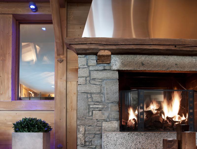 Rent in ski resort Résidence les Chalets de Jouvence - Les Carroz - Fireplace