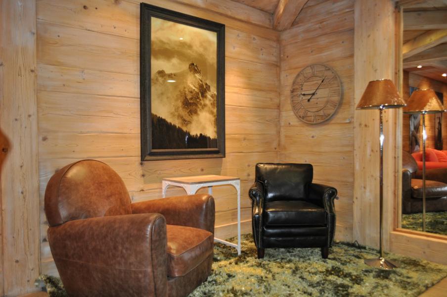 Rent in ski resort Résidence P&V Premium les Fermes du Soleil - Les Carroz - Armchair