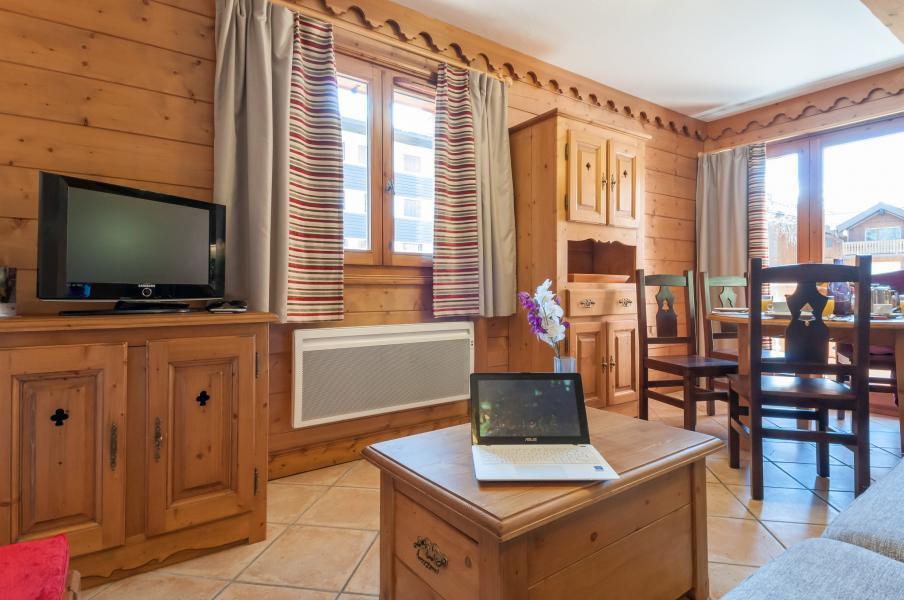 Rent in ski resort Résidence P&V Premium les Fermes du Soleil - Les Carroz - Flat screen TV