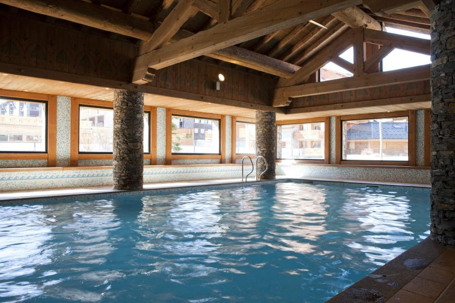 Location au ski Résidence P&V Premium les Fermes du Soleil - Les Carroz - Piscine