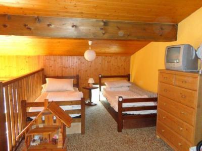 Location au ski Studio mezzanine 6 personnes (E3) - Residence Le Thoral - Les Carroz