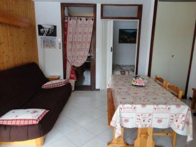 Location au ski Studio cabine 6 personnes (GB1) - Residence Les Mazots - Les Carroz - Table