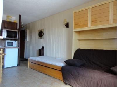 Location au ski Studio 4 personnes (2) - Residence Les Moulins - Les Carroz - Extérieur hiver