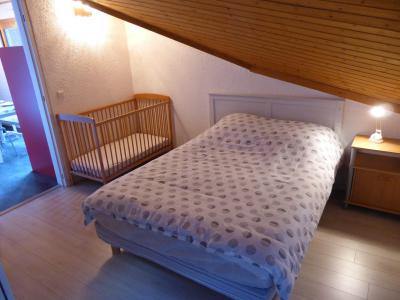 Rent in ski resort 2 room apartment 5 people (F406) - Résidence Pierres Blanches - Les Contamines-Montjoie - Bedroom under mansard