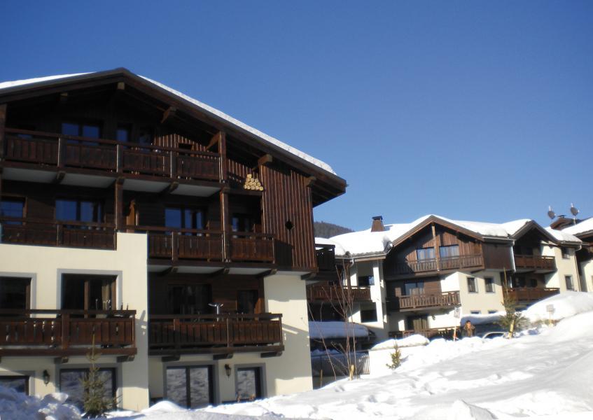 Vacances en montagne Résidence Lagrange les Fermes d'Emiguy - Les Gets - Extérieur hiver