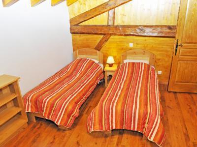 Location au ski Chalet triplex 8 pièces 16 personnes - Chalet Balcon Cime De Caron - Les Menuires - Chambre mansardée