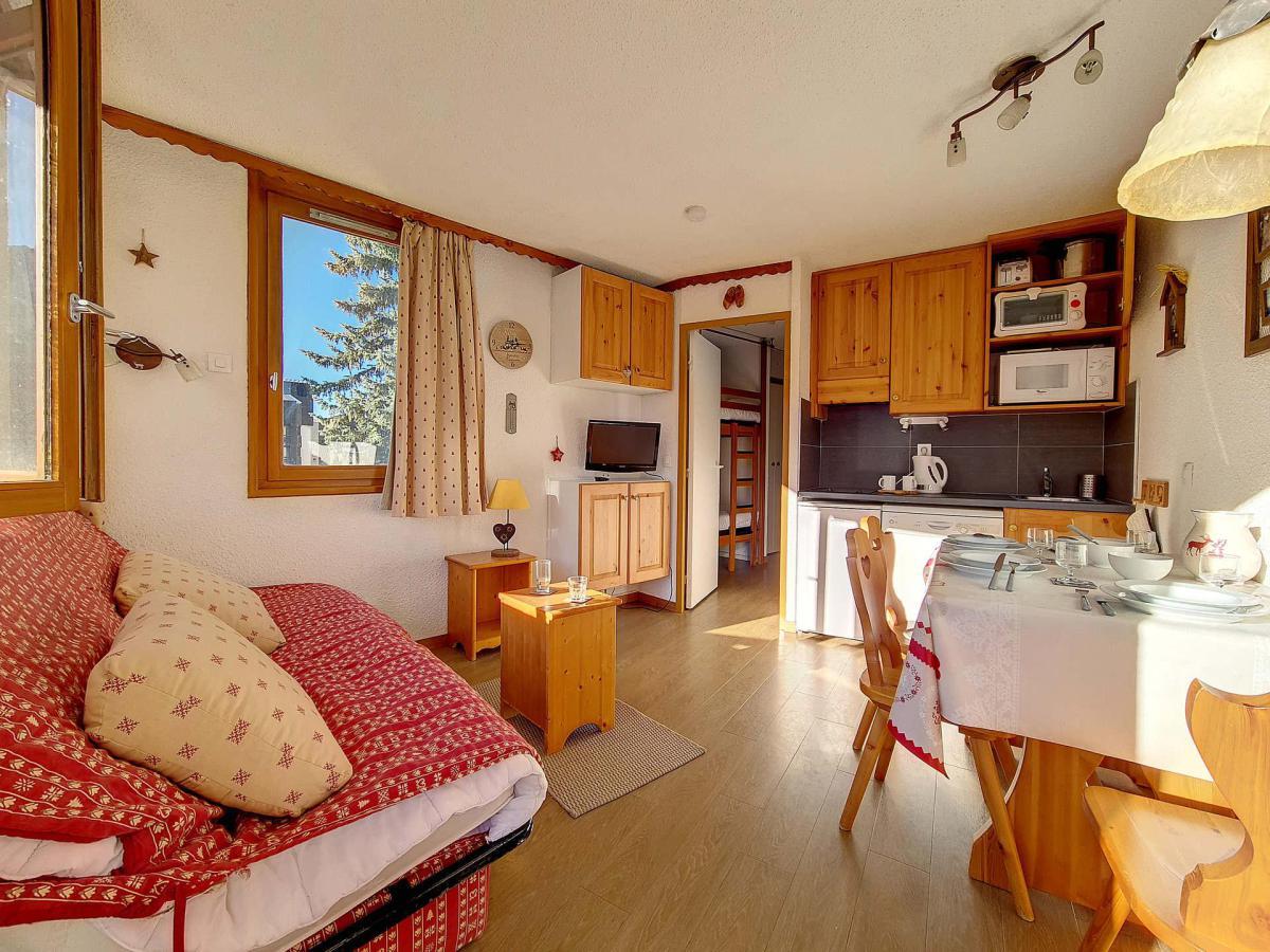 Location au ski Studio cabine 4 personnes (134) - La Residence Boedette - Les Menuires - Table