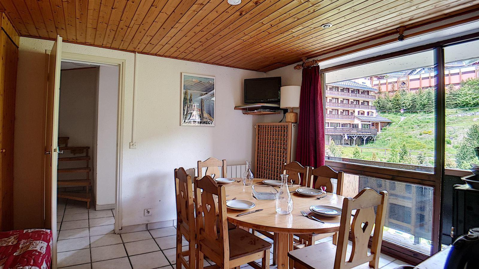 Location au ski Appartement duplex 4 pièces 8 personnes (93) - Residence Jettay - Les Menuires - Table