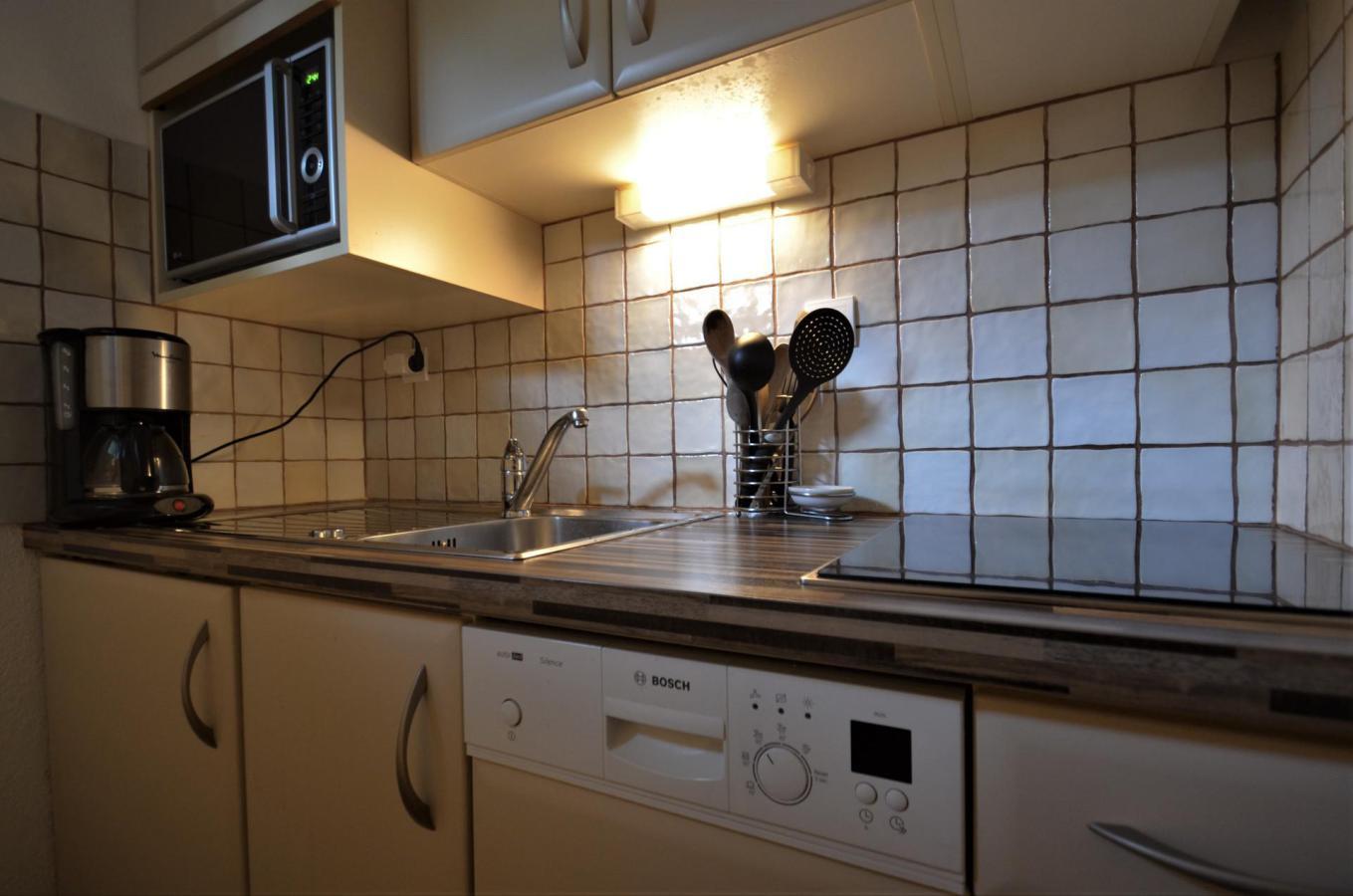 Location au ski Appartement 2 pièces coin montagne 6 personnes (C137) - Residence Le Jettay - Les Menuires - Table