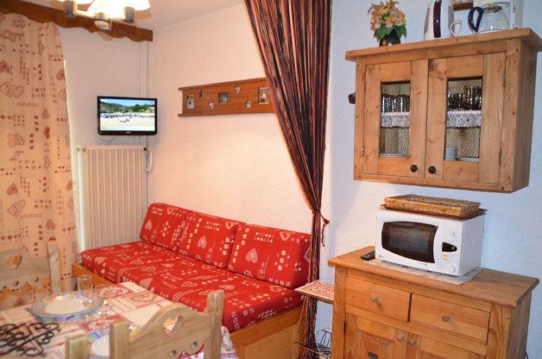Location au ski Studio coin montagne 4 personnes (C115) - Residence Le Jettay - Les Menuires - Canapé