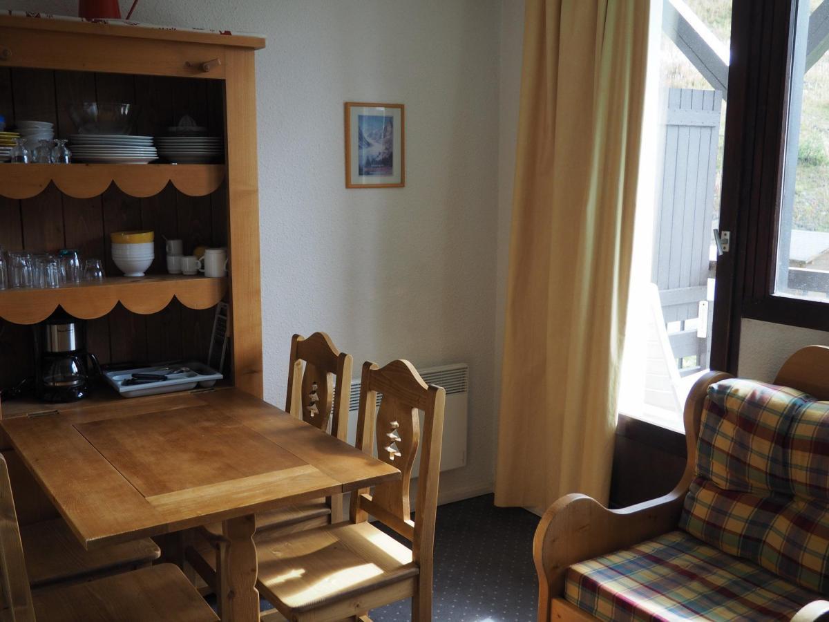 Location au ski Studio 3 personnes (527) - Residence Le Median - Les Menuires - Canapé