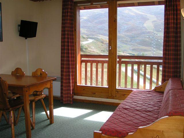 Location au ski Appartement 2 pièces 4 personnes (1011) - Residence Le Valmont - Les Menuires - Porte-fenêtre donnant sur balcon