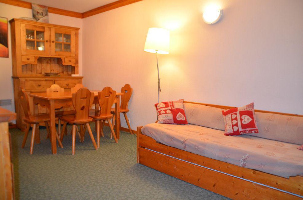 Location au ski Appartement 2 pièces cabine 6 personnes (107A) - Residence Le Valmont - Les Menuires - Banquette-lit tiroir