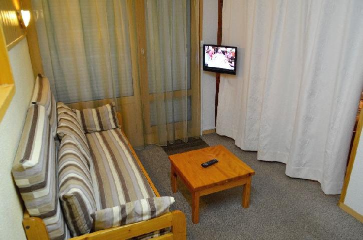 Location au ski Studio cabine 4 personnes (426) - Residence Le Villaret - Les Menuires - Banquette