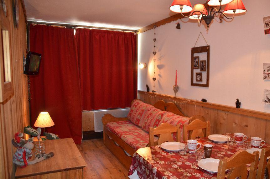 Location au ski Studio cabine 4 personnes (704) - Residence Le Villaret - Les Menuires - Canapé