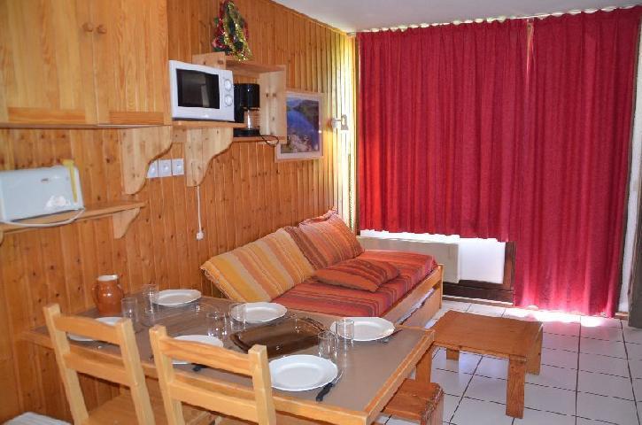 Location au ski Studio cabine 5 personnes (712) - Residence Le Villaret - Les Menuires - Canapé