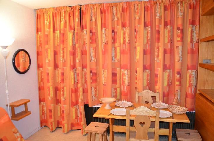Location au ski Studio 2 personnes (1102) - Residence Les Dorons - Les Menuires - Canapé