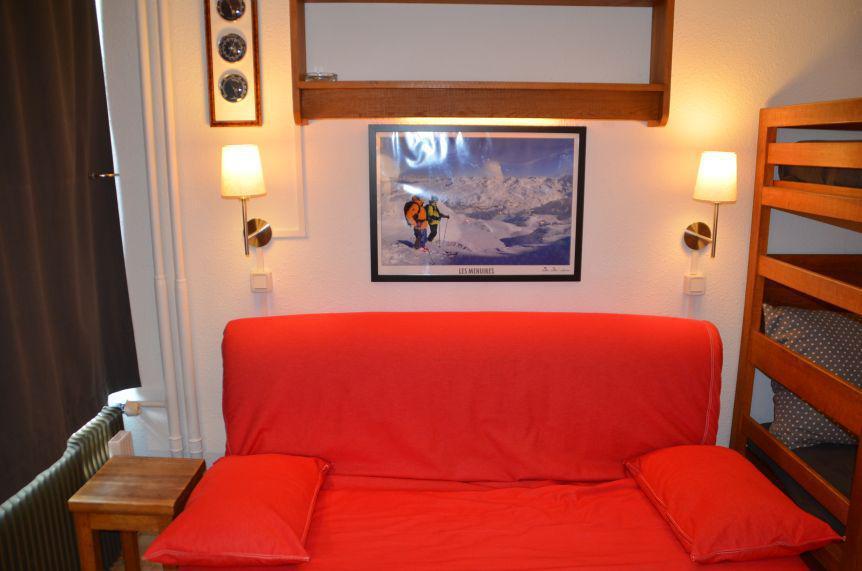 Location au ski Studio 3 personnes (303) - Residence Les Dorons - Les Menuires - Canapé-bz
