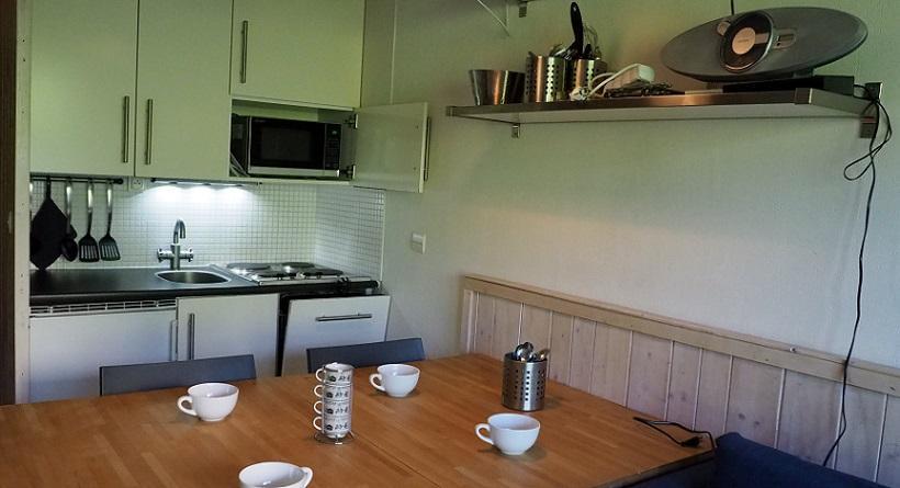 Location au ski Studio cabine 4 personnes (120) - Residence Villaret - Les Menuires - Canapé-gigogne