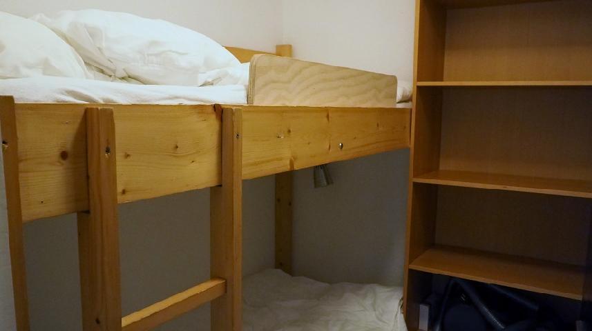 Location au ski Studio cabine 4 personnes (120) - Residence Villaret - Les Menuires - Canapé-lit