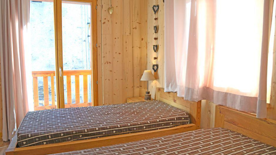 Rent in ski resort Chalet du Berger - Les Menuires - Bedroom