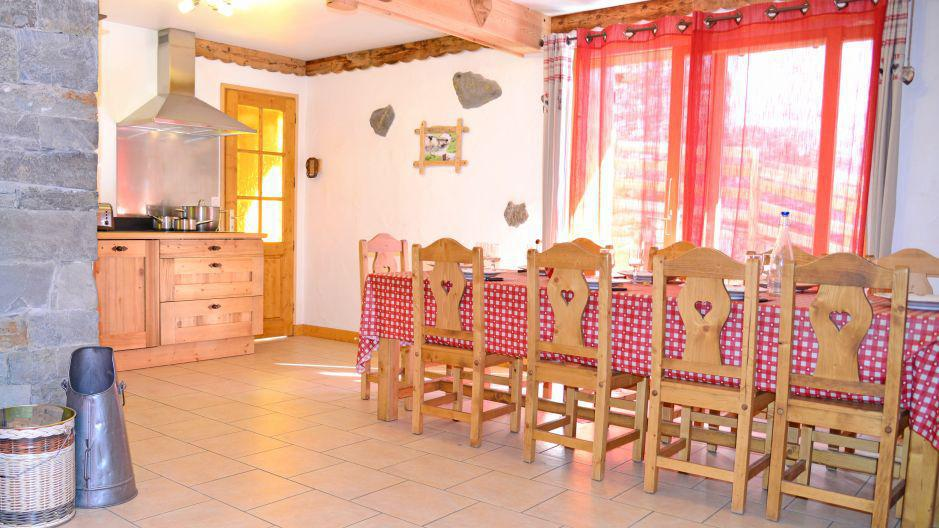 Rent in ski resort Chalet du Berger - Les Menuires - Dining area