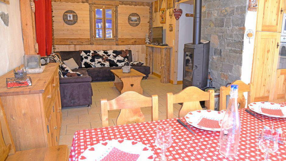 Rent in ski resort Chalet du Berger - Les Menuires - Living area