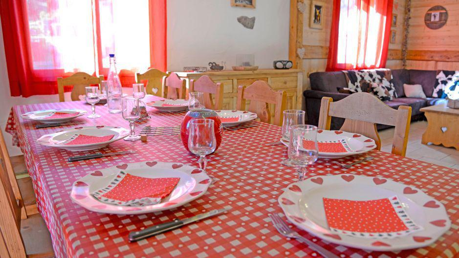 Rent in ski resort Chalet du Berger - Les Menuires - Table