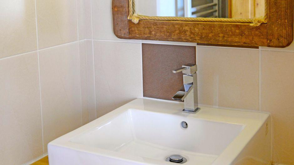 Rent in ski resort Chalet du Berger - Les Menuires - Wash-hand basin