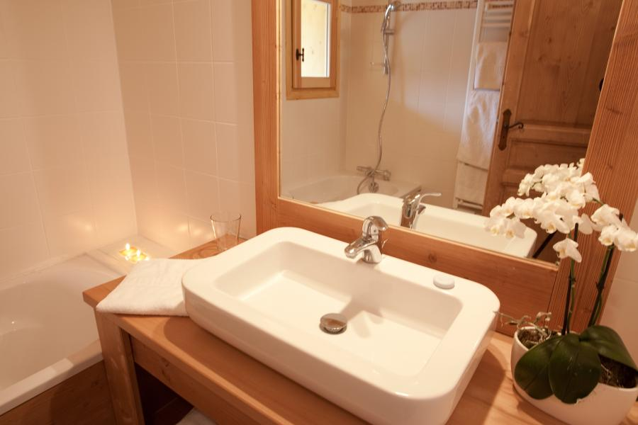 Rent in ski resort Chalet la Dame Blanche - Les Menuires - Bathroom